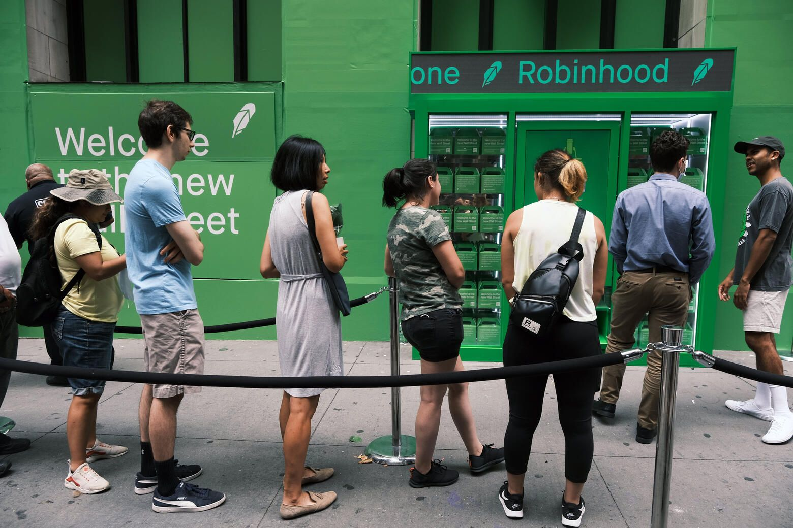 Robinhood surges 50% in second day of wild trading, up 100% this week